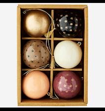 Håndmalet papmache kugler i en kasse