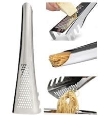 Pastaslev med parmesanrivare och mått. Allt i ett.