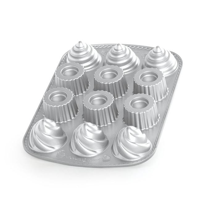 Kakkuvuoka täytetty kuppikakku